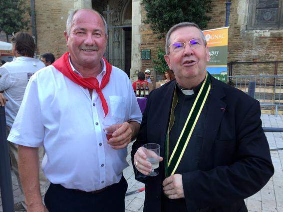 Patrick Farbos et l'archevêque d'Auch, nouveau chevalier